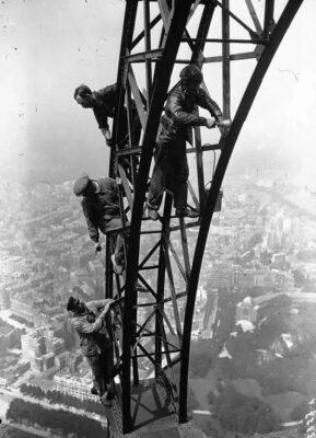 رنگ کردن برج ایفل