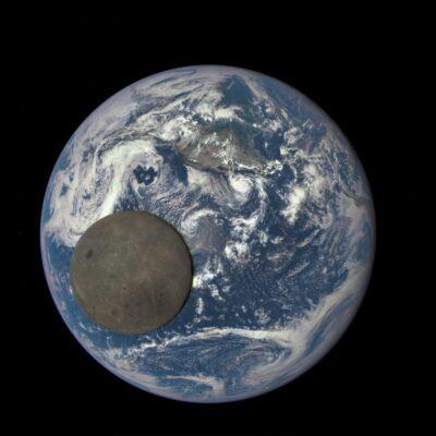 عبور ماه از جلوی زمین
