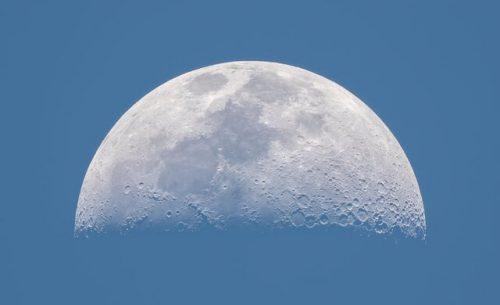 ماه با ۷ رنگ