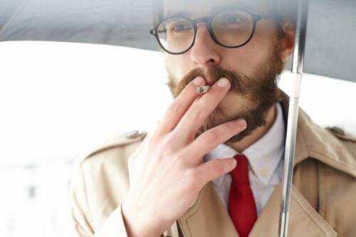 مردان بیشتر از زنان سیگار می کشند