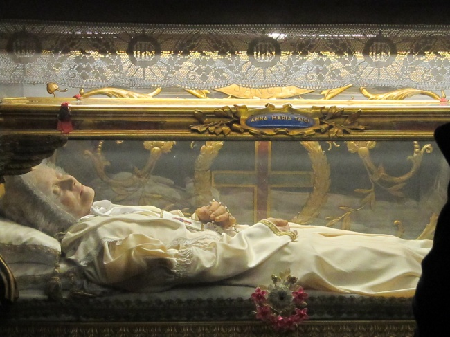 خواب بودن برخی از افراد مقدس