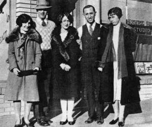 خانواده والت دیزنی در روز افتتاحیه شرکت والت دیزنی