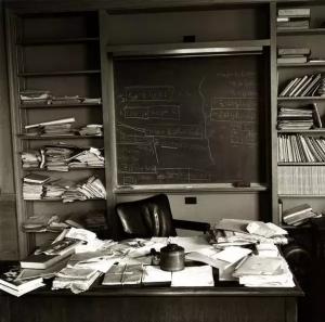 دفتر کار آلبرت انیشتین در روز مرگش