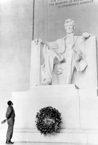 تاج گل فیدل کاسترو به یاد آبراهام لینکلن